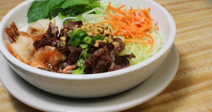 Photo of vermicelli with beef and freshly cut vegetables.